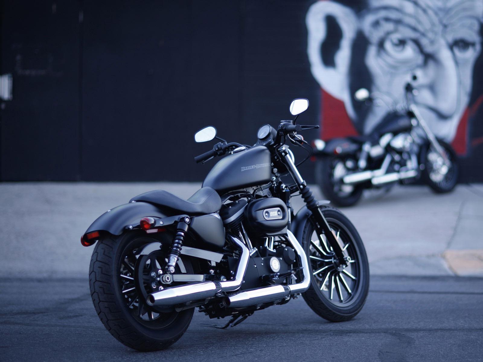 Harley-Davidson-Motocyle-full-HD-Wallpaper-04