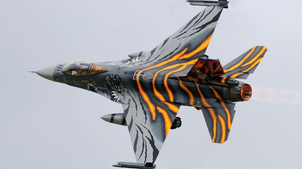 F-16 Fighting Falcon Wallpaper